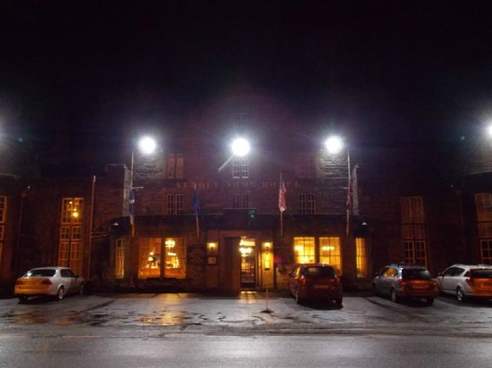 Atholl Arms Hotel: The front façade at night : January 2014