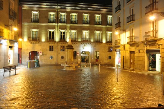 Hotel Palacio Guendulain: front of the hotel