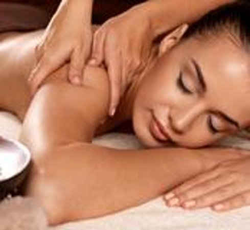 Nina's European Day Spa & Laser Center: Our 4 hand massage offers a unique and absolute sensorial experience, you will surrender to the
