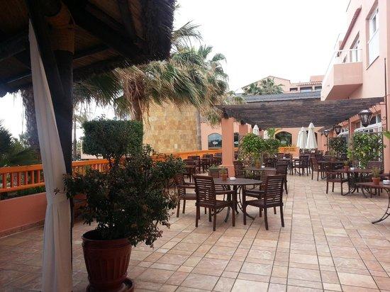 Gran Hotel Elba Estepona & Thalasso Spa: Outdoor dining area