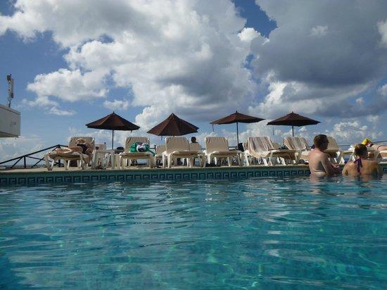 El Cid La Ceiba Beach Hotel: Pool area