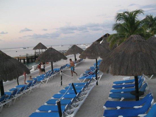 El Cid La Ceiba Beach Hotel : Beach area