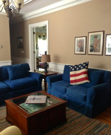 1837 Cobblestone Cottage Bed and Breakfast: family room to watch the big game