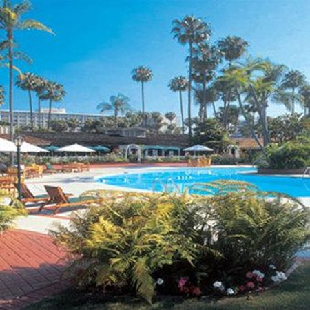 Town and Country Resort & Convention Center: 3 Sparkling Pools to Choose From
