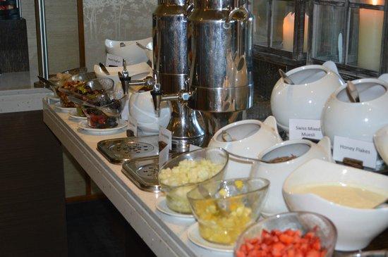 JA Palm Tree Court : Breakfast at white orchid - fresh berries