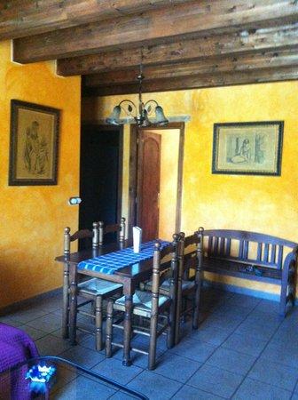 Hotel Rural Apartamentos Los Quiñones: comedor quiñones II