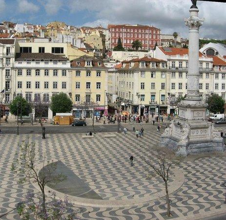 El Paraguas Amarillo De Lisboa: Punto de Encuentro