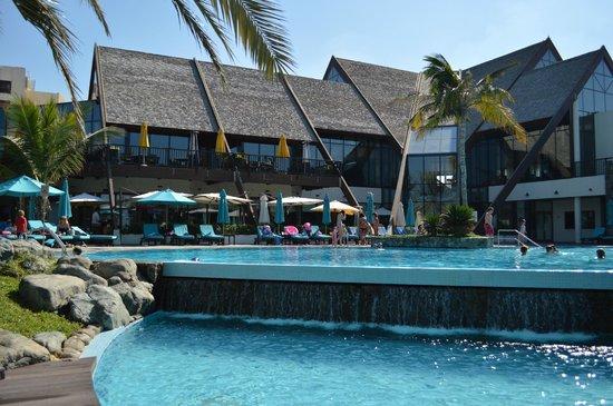 JA Palm Tree Court : Pool