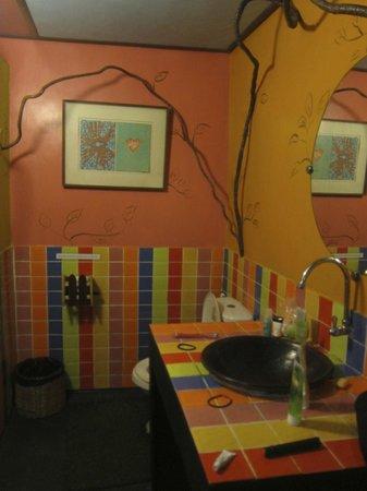 Monkey Island Resort: bathroom