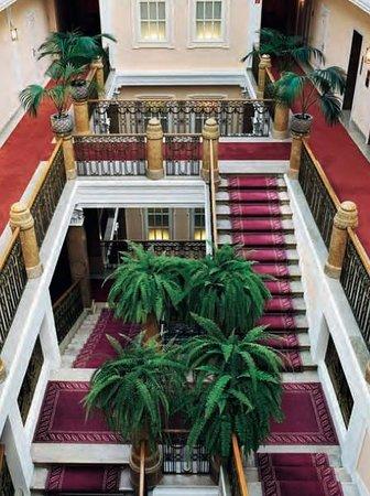 Hotel Sacher Salzburg : The grand staircase