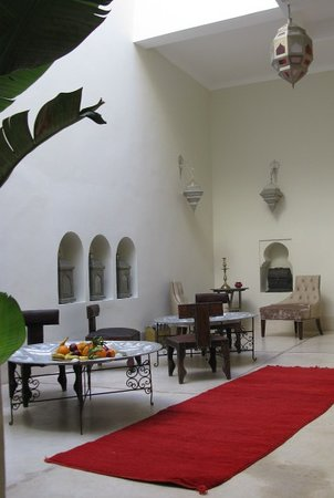 Riad La Cigale: central courtyard