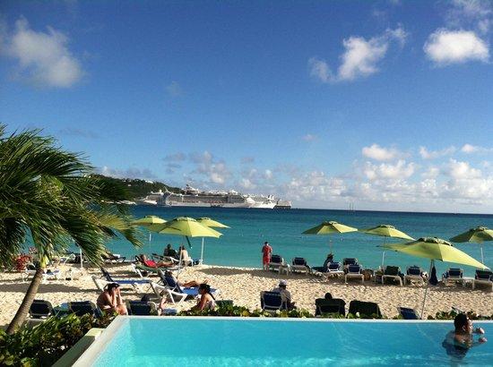 Sonesta Great Bay Beach Resort, Casino & Spa: View of the Cruise Ships from Sonesta Great Bay Resort