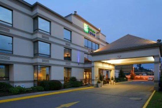 Holiday Inn Express Concepcion: Hotel Exterior