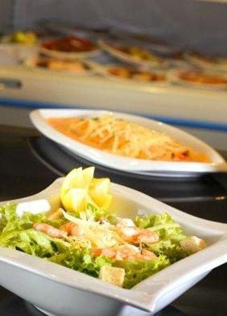 Holiday Inn Express Concepcion: Express Market - Food Area