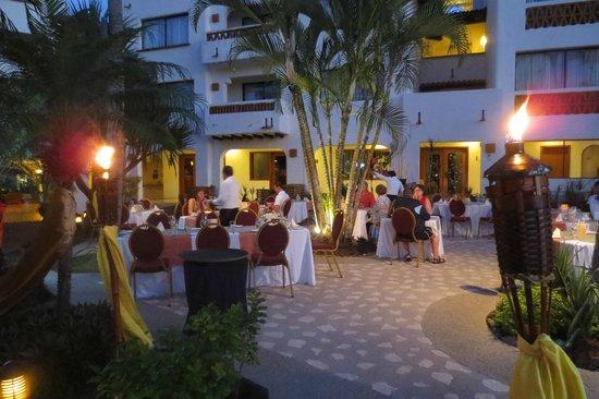 Plaza Pelicanos Grand Beach Resort: Evening specialty restaurant