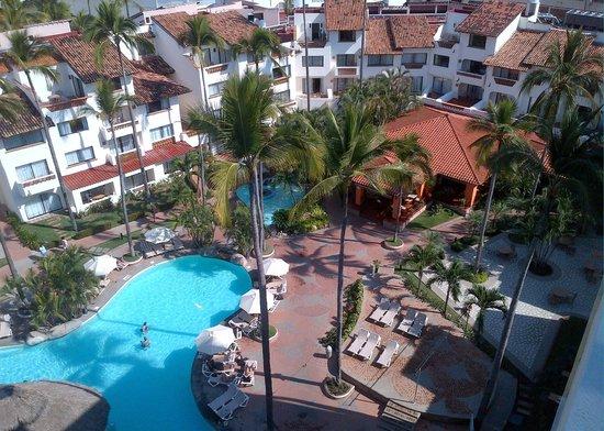 Plaza Pelicanos Grand Beach Resort: View of resort from 9th floor, SkyBar