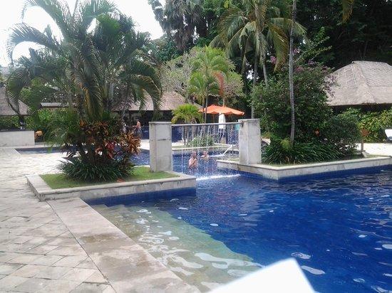 Mercure Resort Sanur: Большой бассейн