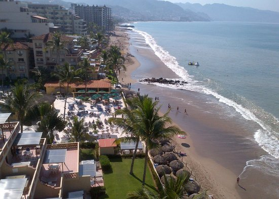 Plaza Pelicanos Grand Beach Resort : Viewfrom 9th floor.  Walked beach every day!