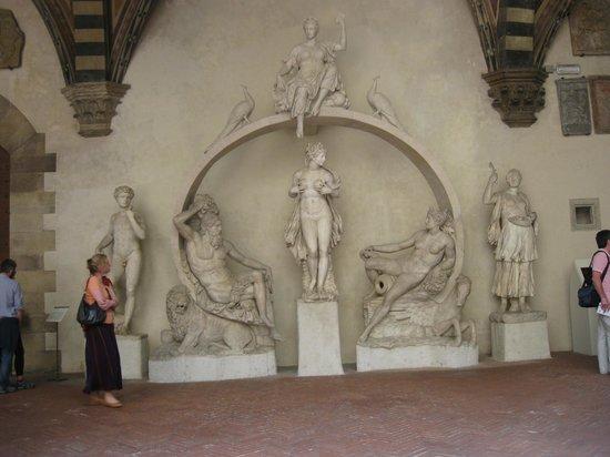 Museo Del Bargello.Opere Nel Cortile Del Museo Foto Di Museo Nazionale Del Bargello