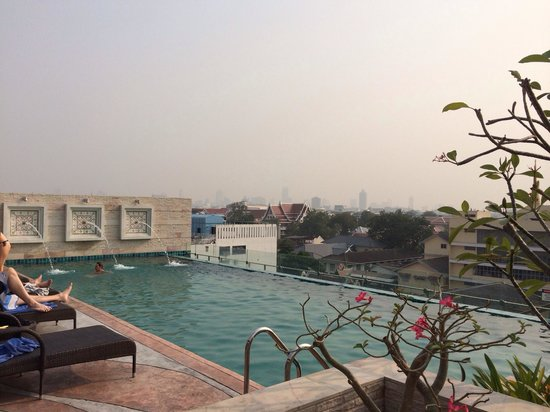 Chillax Resort: On d roof