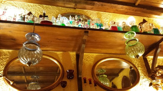 Al Cantuccio: Mensola in sala