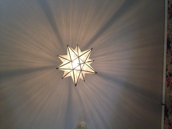 Stony Point Bed & Breakfast: I laid on the floor and took this picture!  What a beautiful lighting effect!  Breathtaking!