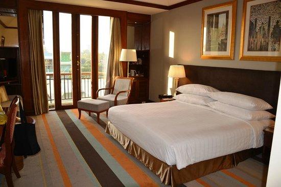 Chatrium Hotel Royal Lake Yangon: Executive Room