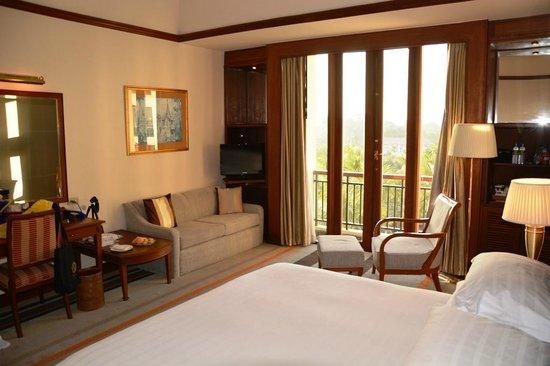 Chatrium Hotel Royal Lake Yangon: Executive Room 2