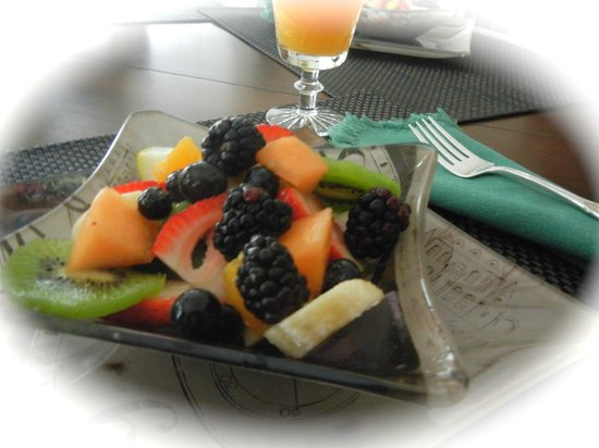 Ridgeview Gardens Bed and Breakfast: Fresh Berries