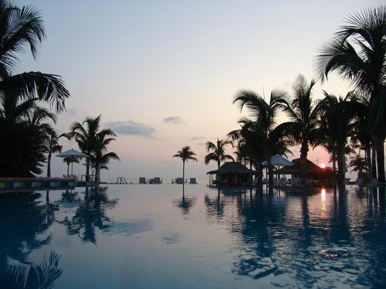 Old Bahama Bay: Infinity Edge oceanfront pool