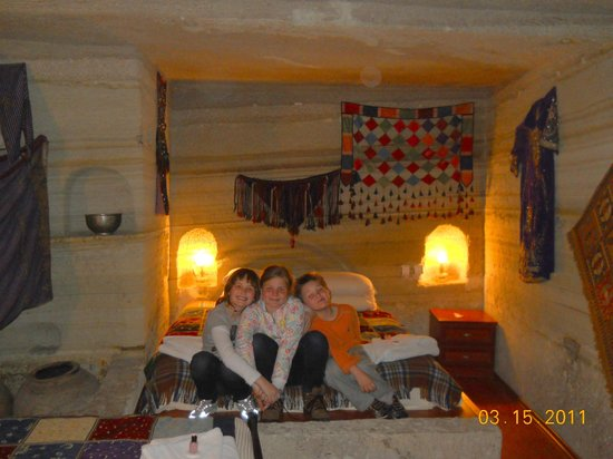Oriental Cave Suites : Inside our extra roomy family suite