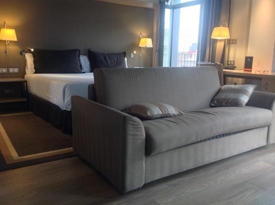 Hotel Jazz: corner room...so spacious and light
