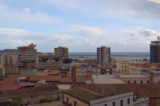 Hotel Regina Margherita - Cagliari : La vista sul Porto mercantile di Cagliari sempre dalla stanza.