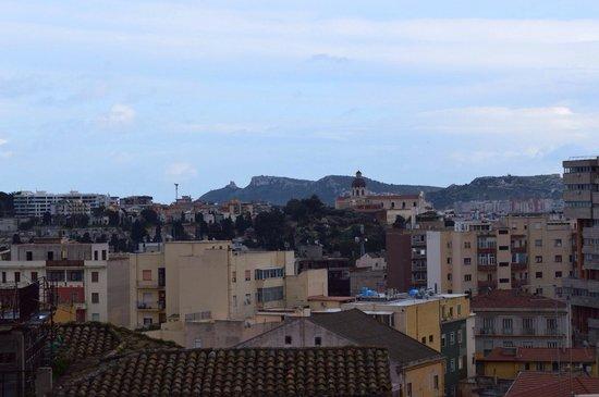 Hotel Regina Margherita - Cagliari: Una delle zone di Cagliari viste dalla camera da letto.