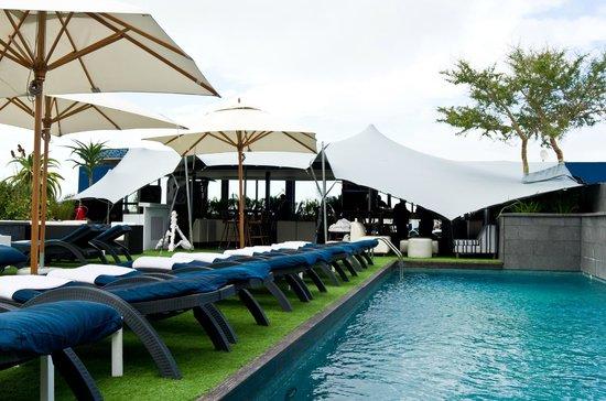 Cape Royale Luxury Hotel: Área da piscina.