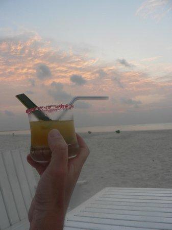 Rihiveli by Castaway Hotels & Escapes: Apéro au coucher du soleil