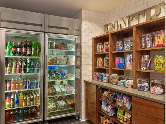 Four Points by Sheraton Mall of America Minneapolis Airport: Pantry