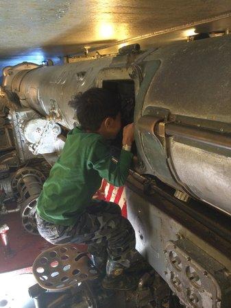 Battleship NORTH CAROLINA: Inside of the cannon