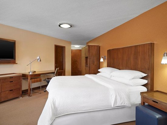 Four Points by Sheraton Mall of America Minneapolis Airport: King Suite