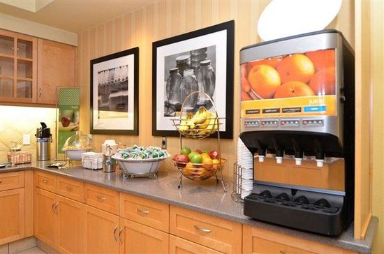 Hampton Inn & Suites Langley Surrey : Breakfast Fresh Zone