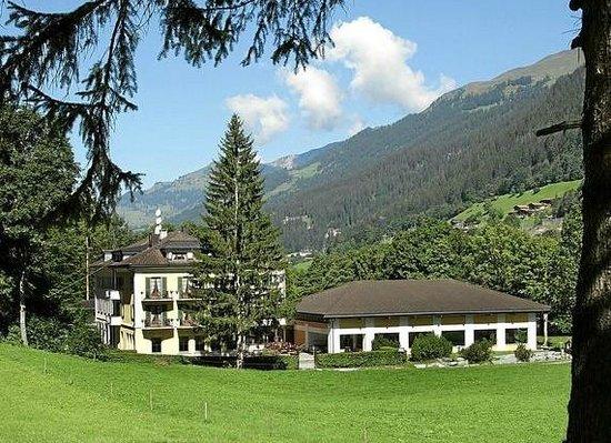 Hotel Bad Serneus: Hotel in Sommer
