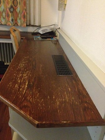 Hansa Hotel: Tisch im Zimmer