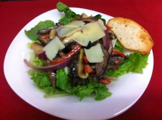York Bistro + Pub: Dinner Steak salad with blue Cheese