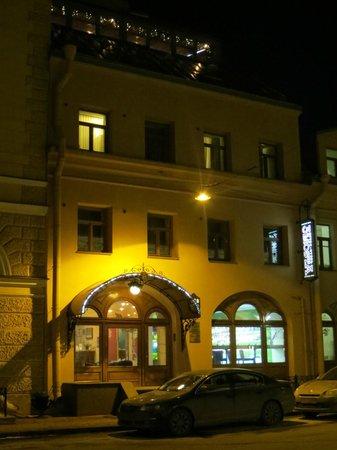 3MostA Boutique Hotel: retour à l'hôtel, le soir