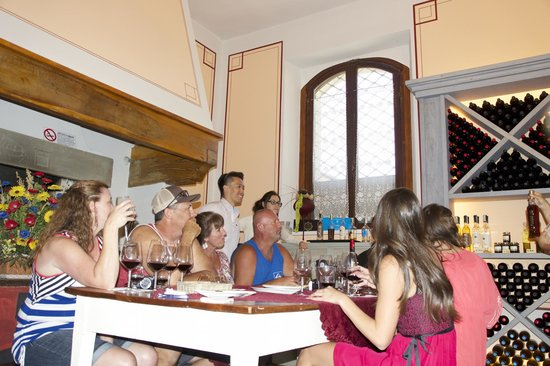 Famiglia Buccelletti Winery: Learning about the different wine/olive oil