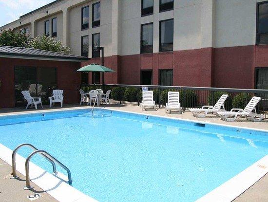 Hampton Inn Aiken: Pool Closeup