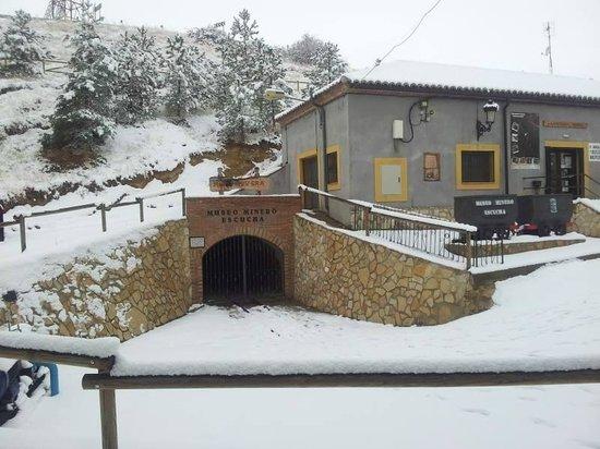 Museo minero Escucha: La boca de la mina este invierno