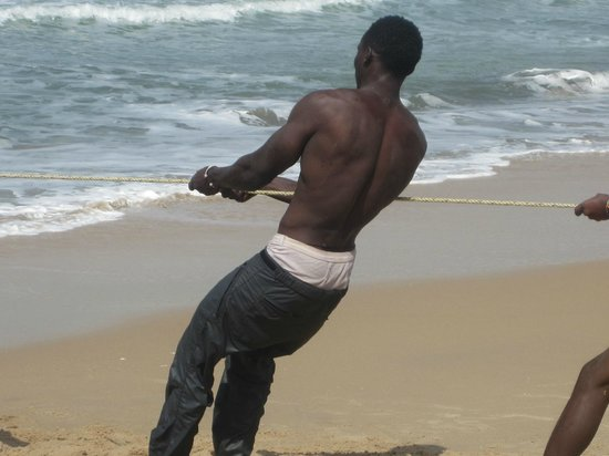 Lemon Creek Hotel Resort: Fisherman... shame he didnt turn around, abs to die for :-)