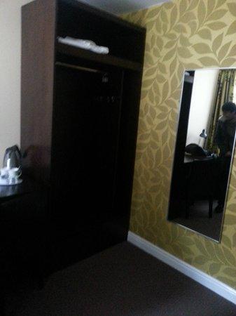 Lorne Hotel: Wardrobe/mirror Janaury 2014 (Cat)