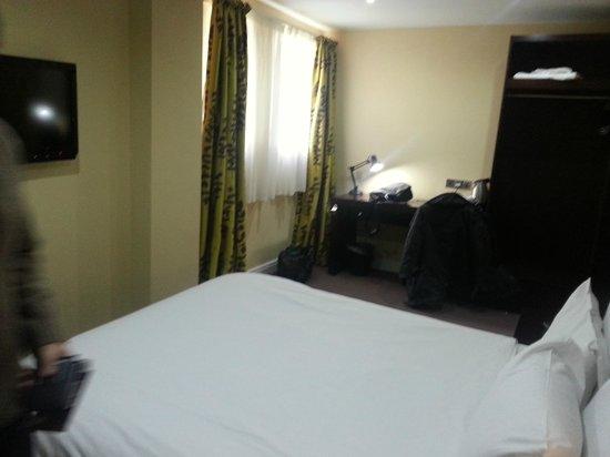 Lorne Hotel: Room January 2014 (Cat)